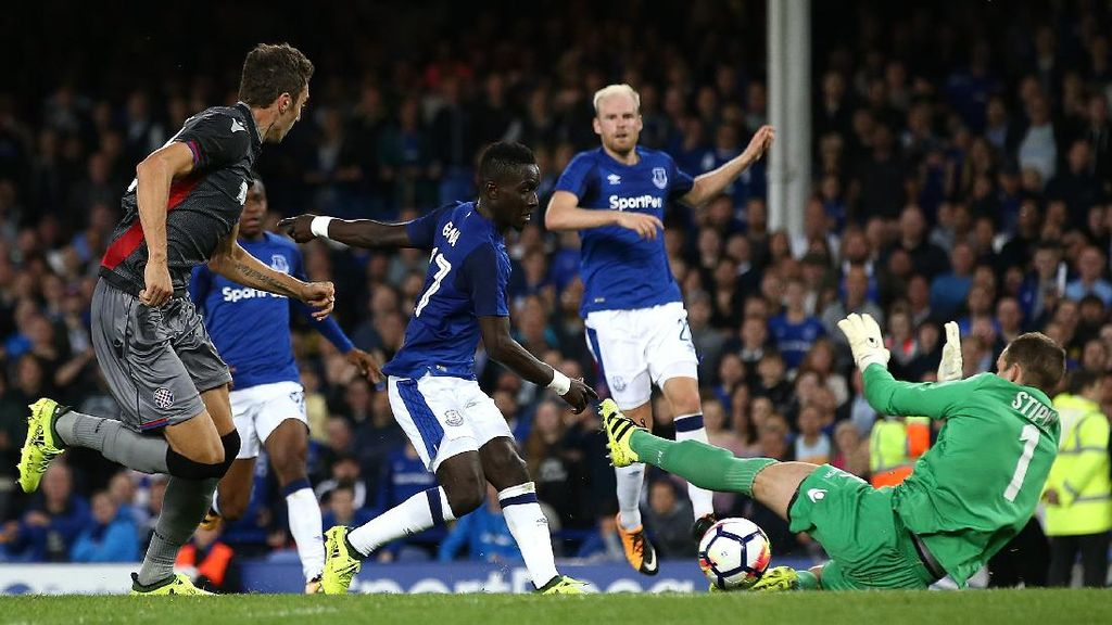 Sempat Diwarnai Kericuhan Penonton, Everton Taklukkan Hajduk Split 2-0