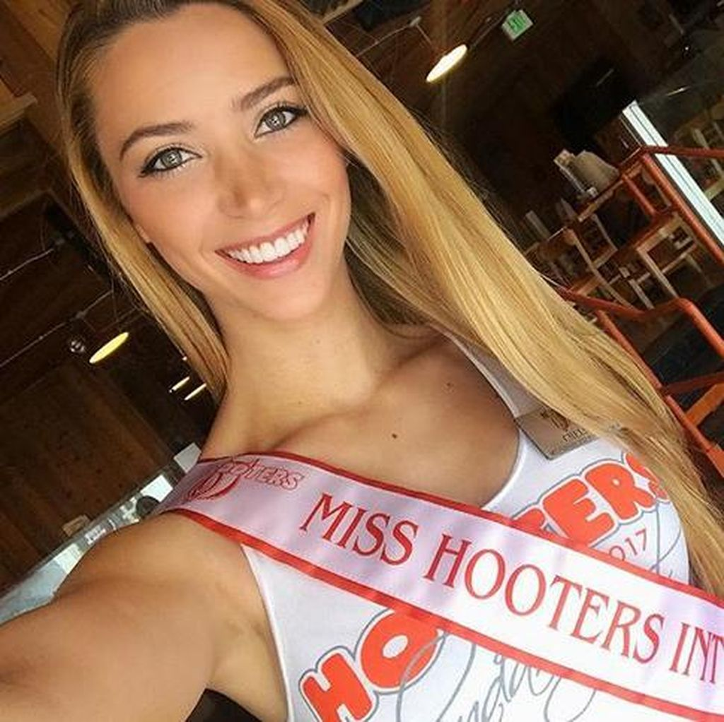 Cantiknya Miss Hooters International