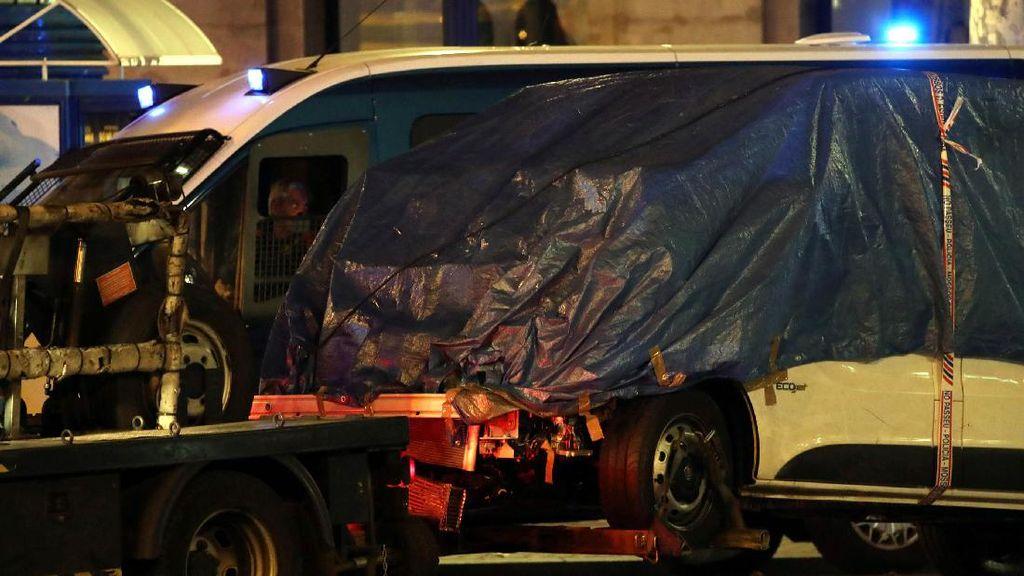 Ini Van Maut yang Seruduk Kerumunan Orang di Barcelona