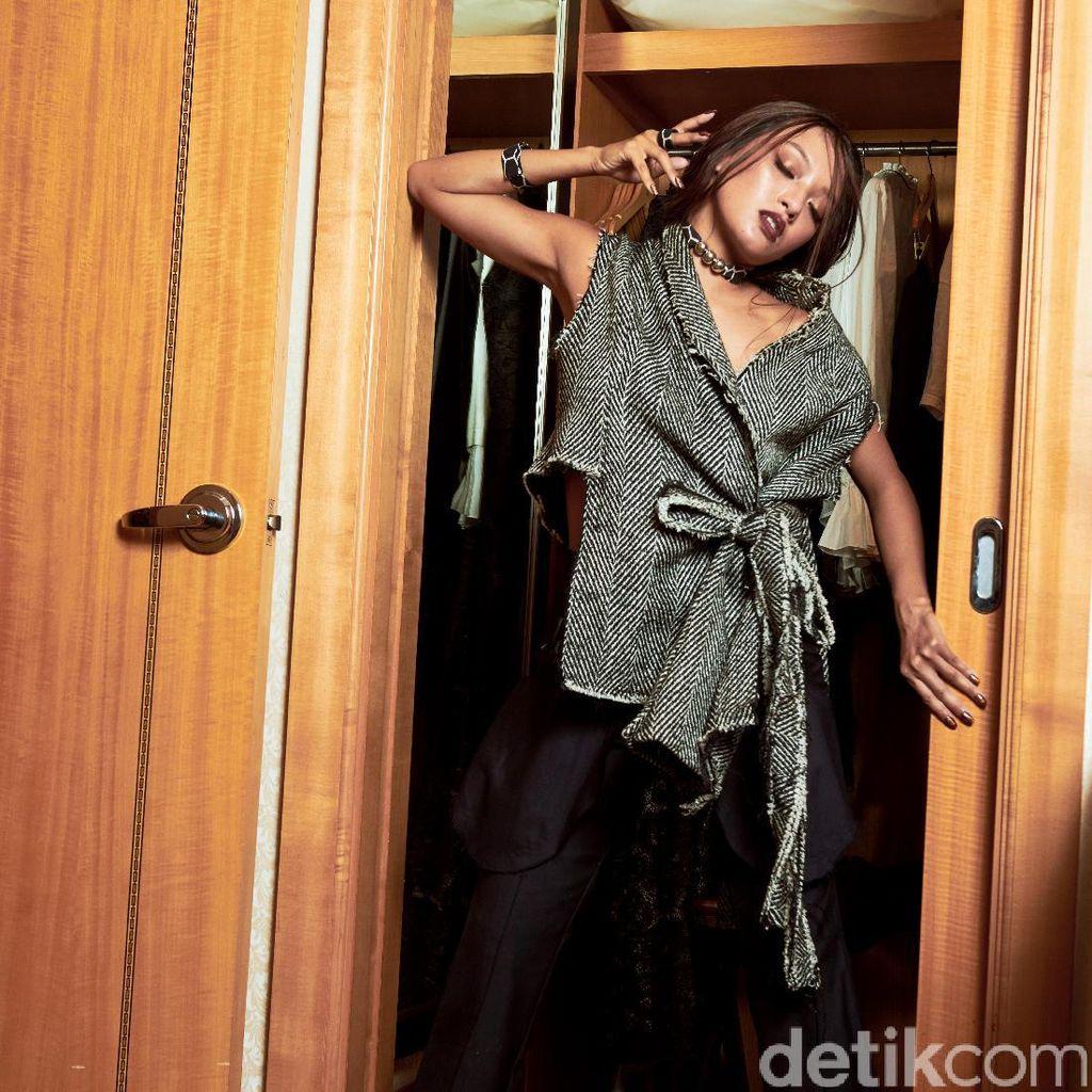 Joko Anwar Bicara Keterlibatan Asmara Abigail di Film Pengabdi Setan