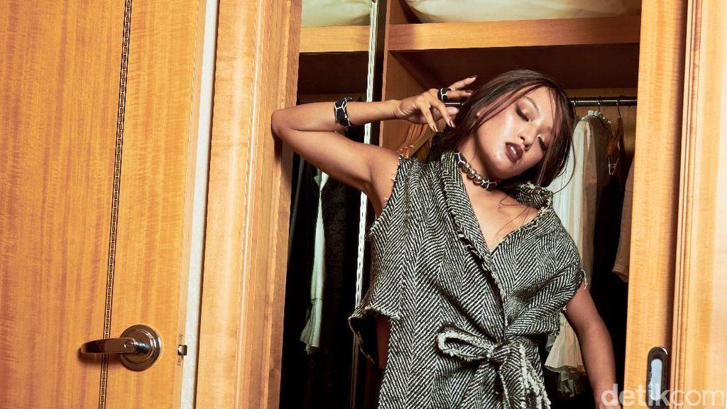 Joko Anwar Bicara Keterlibatan Asmara Abigail di Film 'Pengabdi Setan'