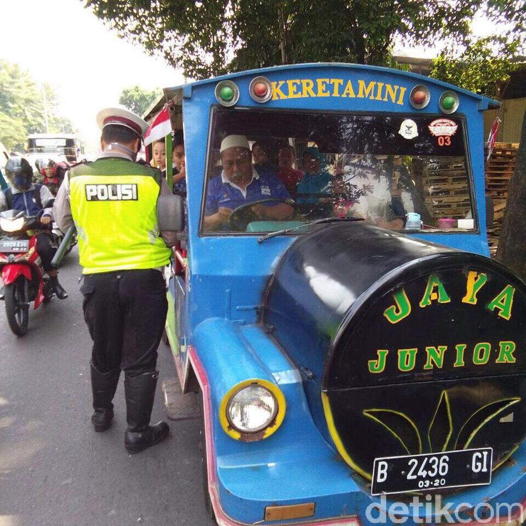 Polisi Tilang Odong-odong di Pasar Rebo