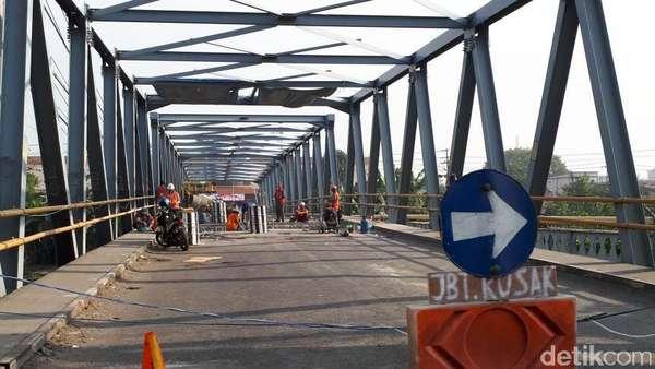 Jembatan Ngelom Ditutup, Arus Lalu Lintas Taman-Karang Pilang Macet