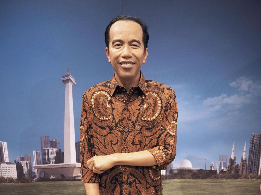 Akankah Patung Jokowi Ganti Baju Lagi?