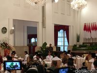 Jokowi Jamu Paskibraka dan Pendukung Acara HUT ke-72 RI di Istana