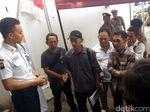 Puluhan Korban UN Swissindo Datangi Bank Mandiri KCP Pati