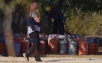 Puluhan tabung gas propana dan butana yang ditemukan di antara puing rumah yang meledak di Alcanar