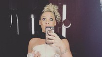 Penyanyi Pink Rajin Memerah ASI Nih, Yuk Kita Juga