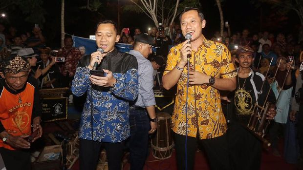 Gerilya AHY ke Pacitan: Santap Kupat Tahu dan Tonton Panjat Pinang