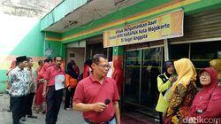 Ratusan Guru di Kota Mojokerto Segel Kantor KPRI Harapan