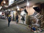 Menikmati Menteri Susi vs Bajak Laut di Tembok Kota Solo