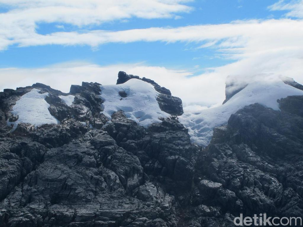 Inilah Salju dan Es Abadi Indonesia