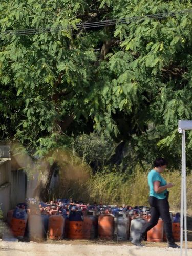 Tabung-tabung gas butana yang ditemukan di puing rumah yang menjadi 'pabrik bom' di Alcanar