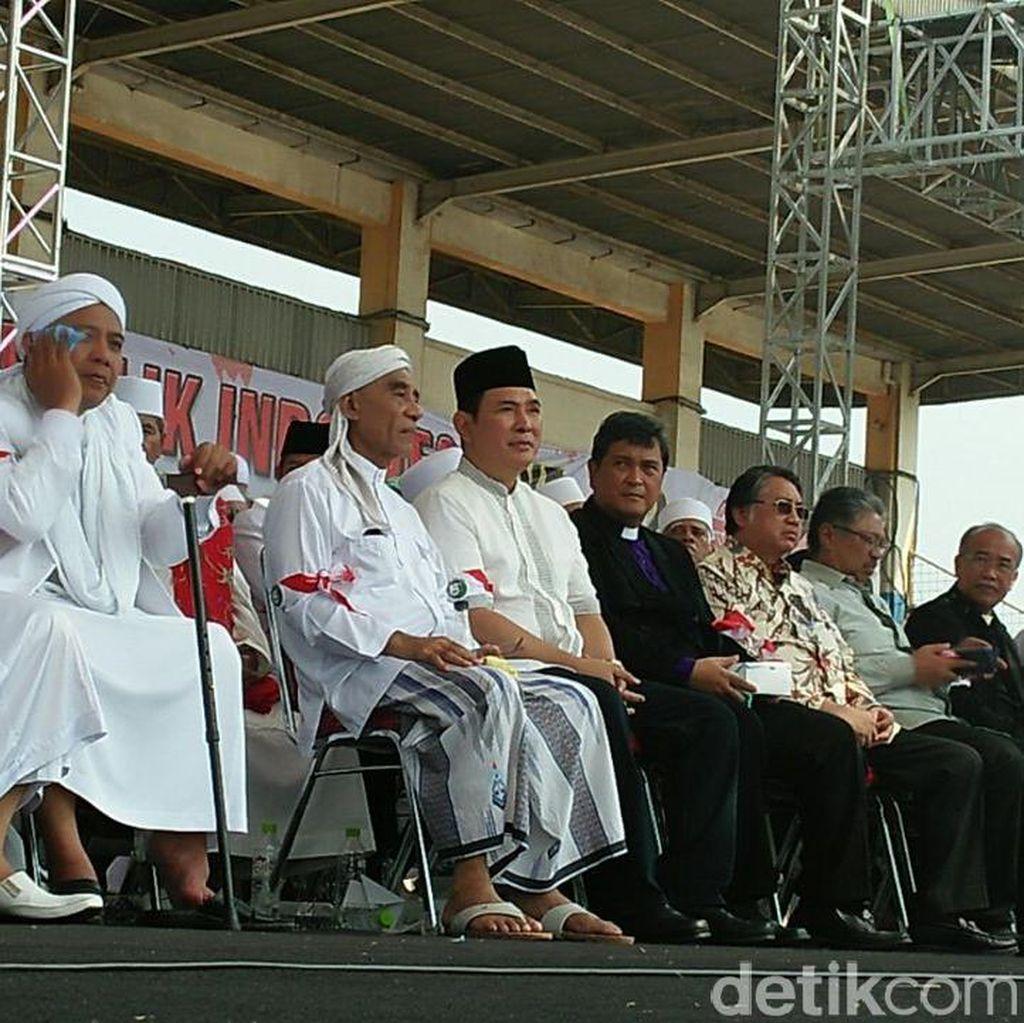 Tommy Soeharto Juga Hadiri Milad FPI di Stadion Muara Kamal