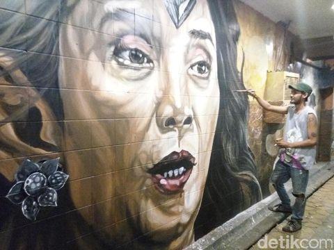 Menikmati Pertarungan 'Menteri Susi vs Bajak Laut' di Tembok Kota Solo