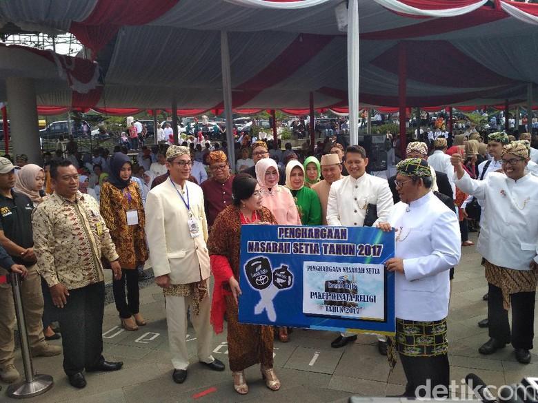 HUT BJB Motor dan Tiket - Bandung Pemerintah Provinsi Jawa Barat menggelar apel besar memperingati HUT Jabar Sabtu Kegiatan apel yang digelar di Lapangan