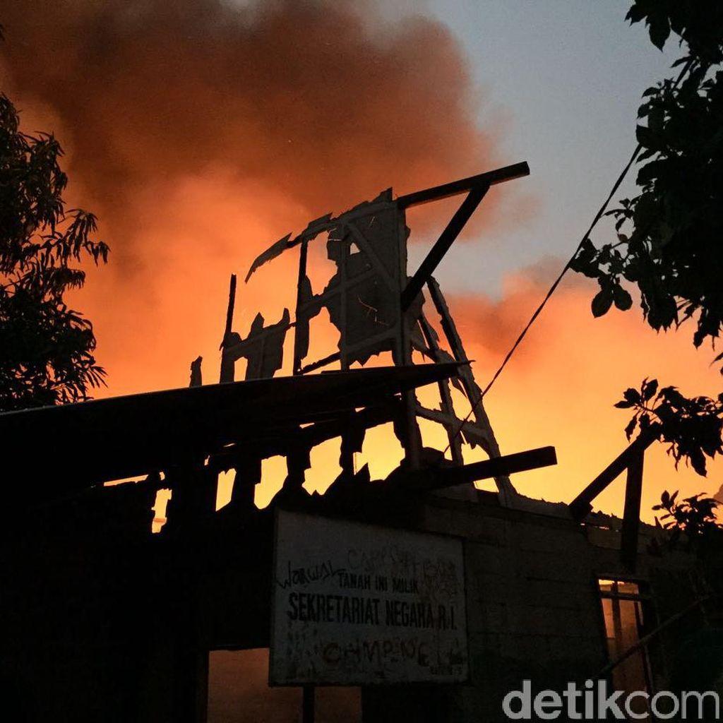 Kebakaran Permukiman di Kebayoran Lama, Api Merah Menyala