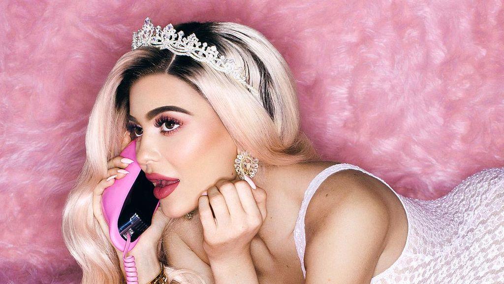 Dikabarkan Hamil, Kylie Jenner Pamer Foto dengan Sebagian Perut Mengintip