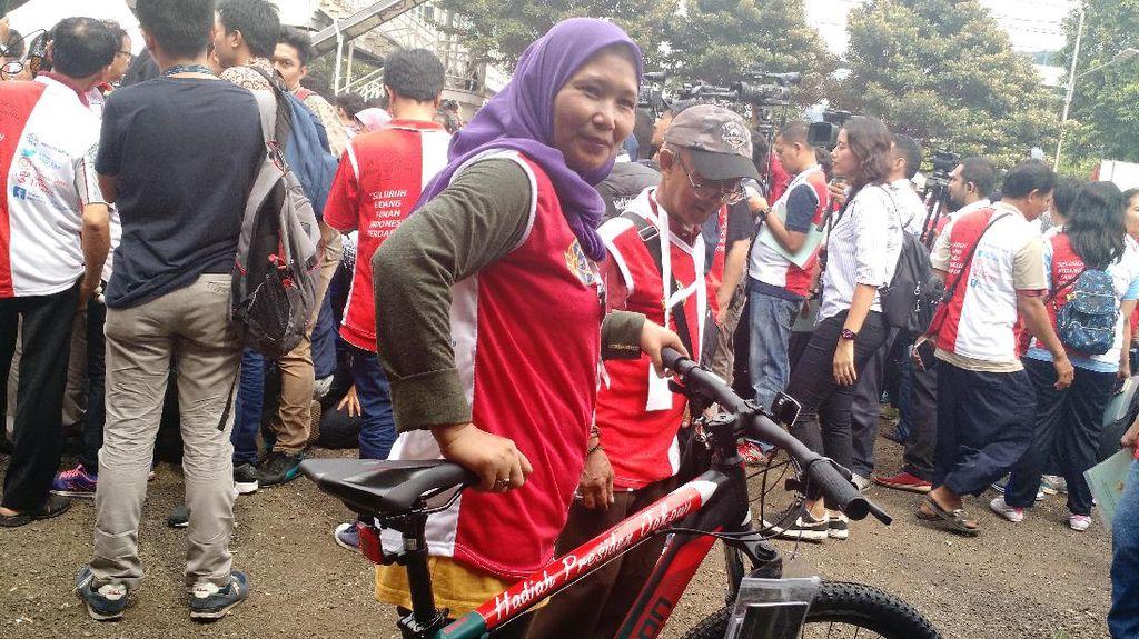 Ini Sepeda yang Bikin Bu Amah Tak Mau Turun dari Panggung Jokowi