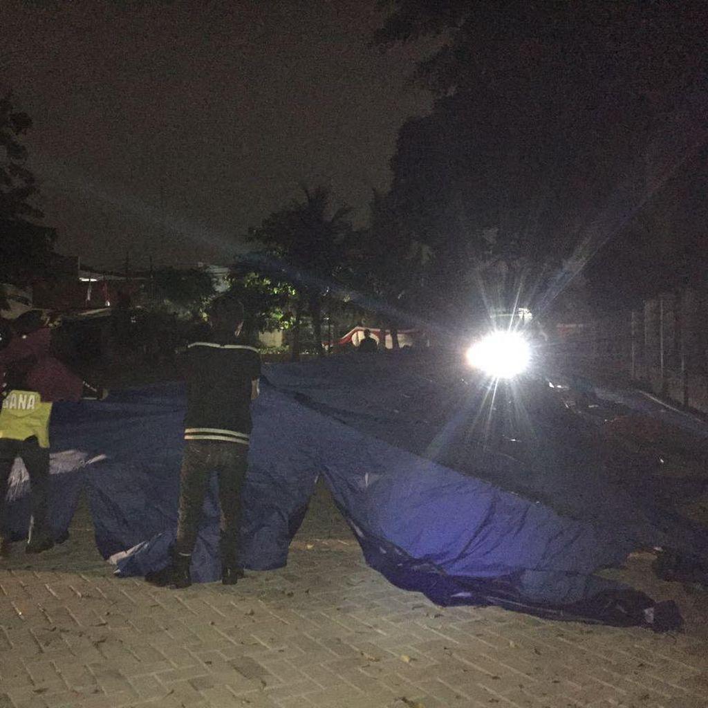 Korban Kebakaran di Kebayoran lama Diungsikan ke Tenda Darurat