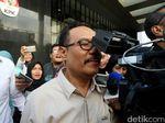 Hindari Jurnalis, Tersangka Korupsi Malang Kepentok Kamera