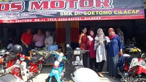Anak-anak SMK Buka Bengkel Motor