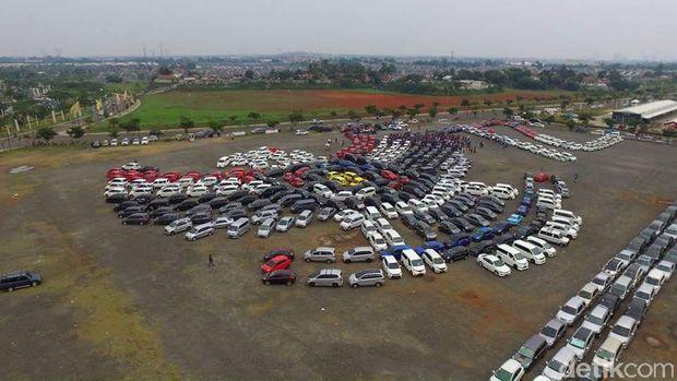 Lihat Aksi Ratusan Mobil Bentuk Lambang Garuda Indonesia