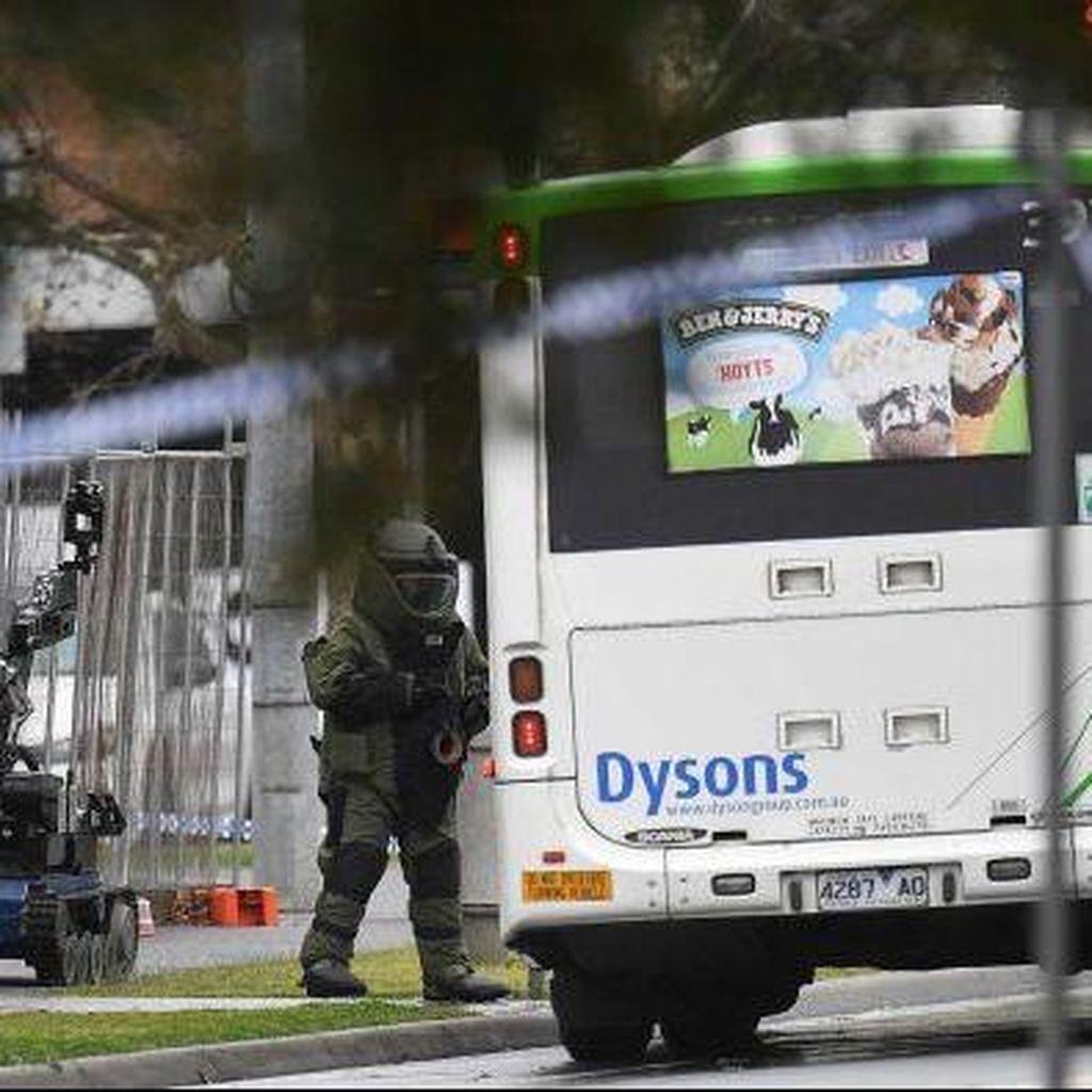 Robot Penjinak Bom Dikerahkan Periksa Sebuah Bus di Melbourne