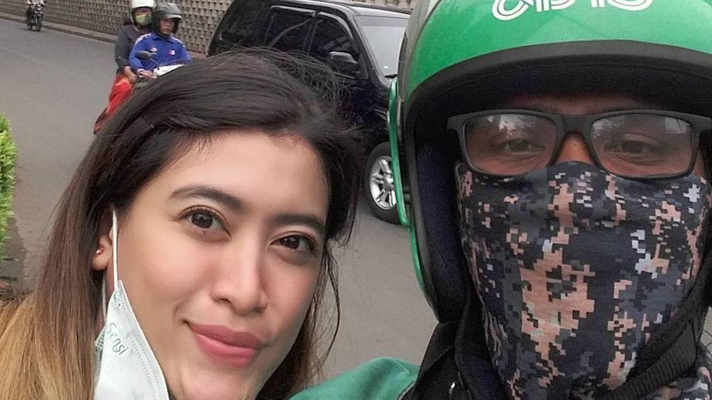 Bikin Iri, Penumpang Driver Ojek Online Ini Cantik-cantik