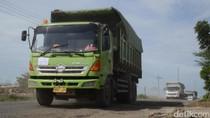 Warga Rembang Keluhkan Jalan Rusak dan Debu karena Truk Semen