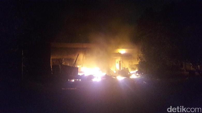 Pabrik Kasur di Bogor Terbakar, Ledakan Kecil Sempat Terdengar