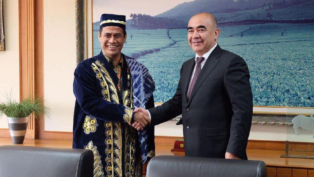 Kementan Jajaki Ekspor Kelapa, Karet Kopi & Nanas ke Uzbekistan