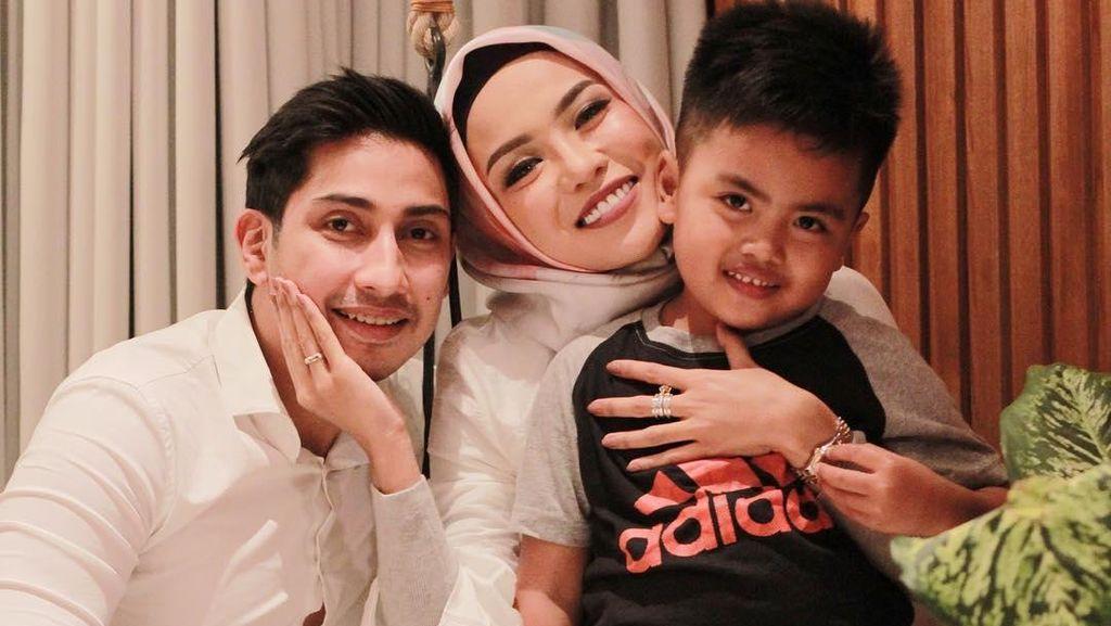 Kisah Cinta Miliuner Berhijab Medina Zein dan Adik Ayu Azhari