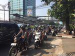 Aktivitas Ojek Antar Orang Kantoran di Rasuna Said Sebelum Terlarang