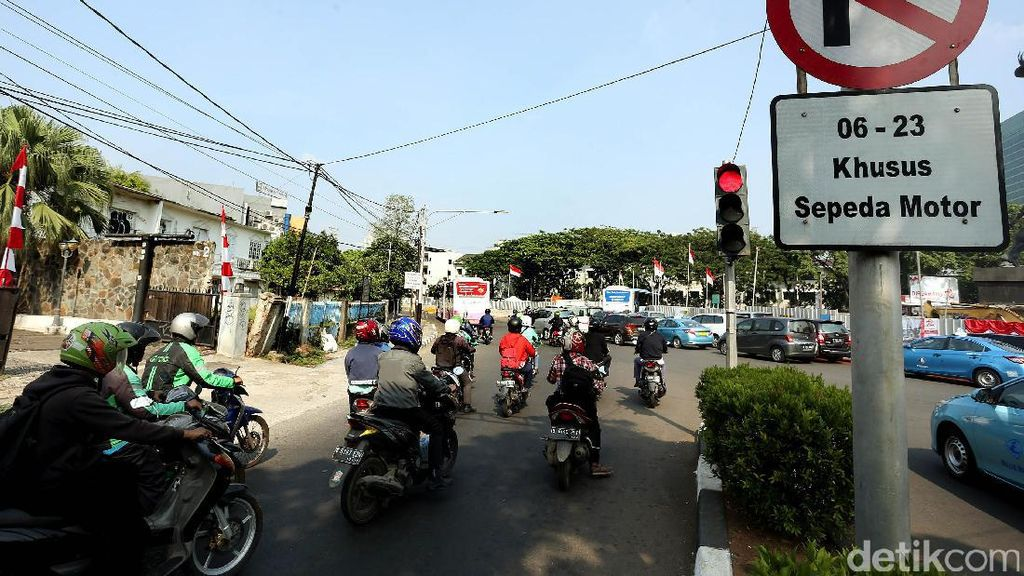 Motor Dilarang Lewat Sudirman, Armada Trans Jakarta Harus Ditambah
