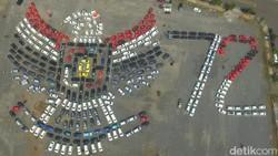 Lihat Aksi Ratusan Mobil Bentuk Lambang Garuda Pancasila
