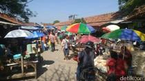 Pedagang Pasar Kaliwungu Kendal Dirikan Kios Darurat