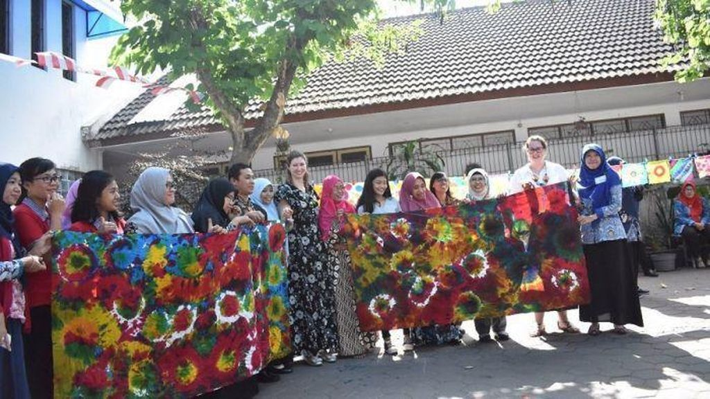 Guru Australia Belajar Budaya Lokal Indonesia