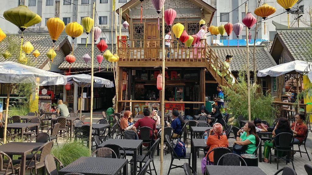Bergaya Ala Kaisar China di Chinatown Bandung
