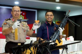 Foto: Polisi Sita Airsoft Gun Dari Bos First Travel