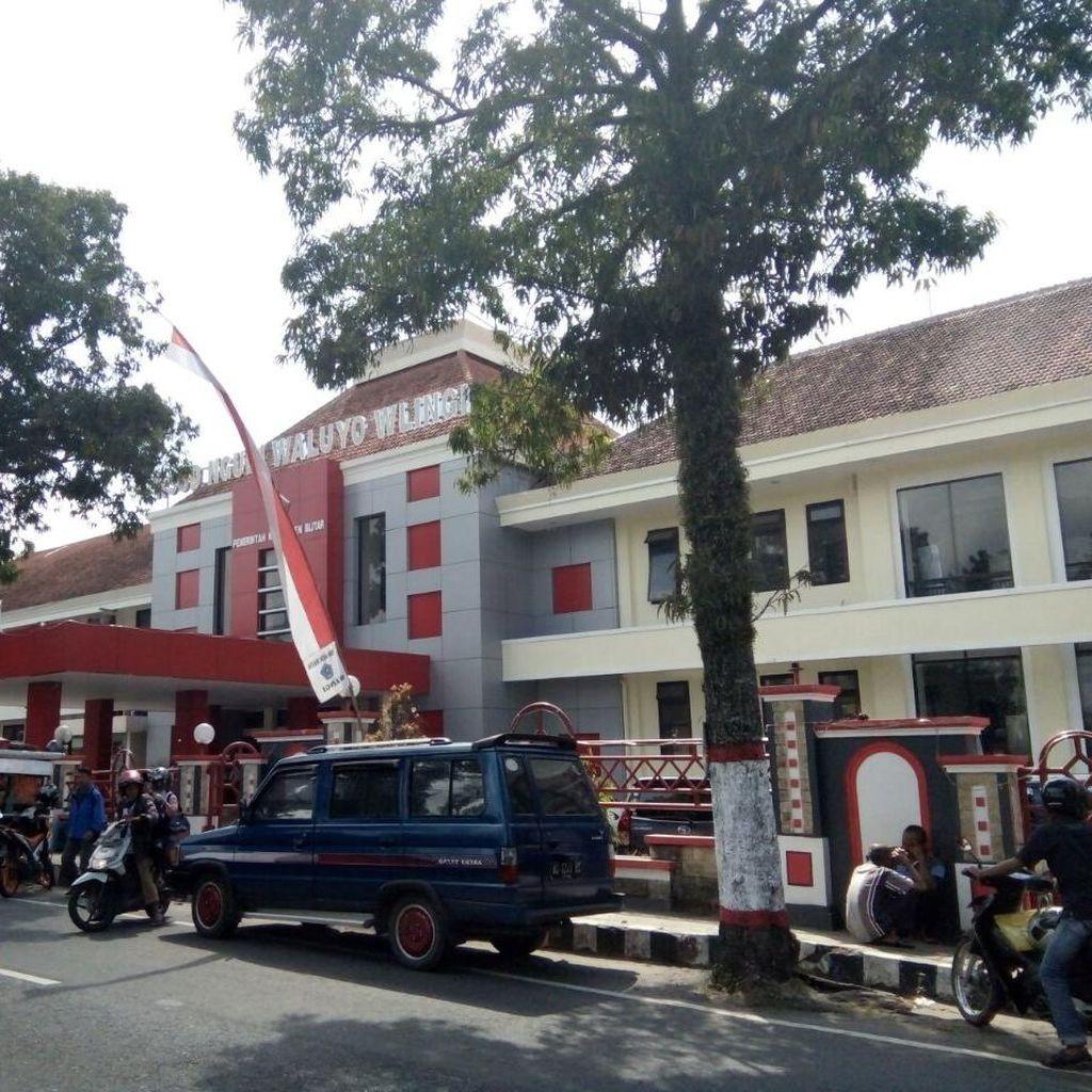 Polisi Police Line Gedung Laboratorium RSUD Ngudi Waluyo