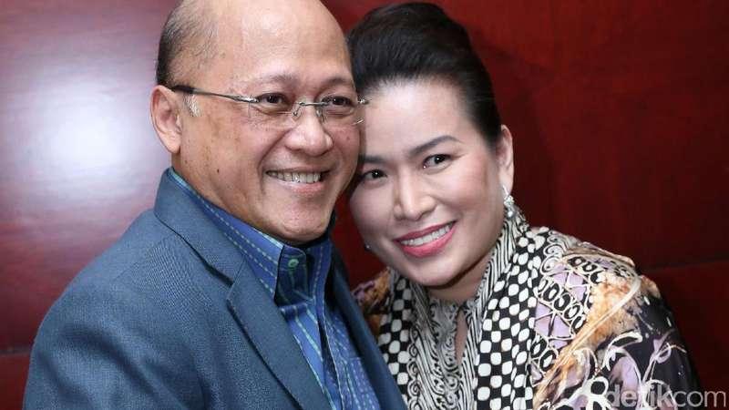 Kasus Dihentikan, Mario Teguh dan Istri Tersenyum Lagi