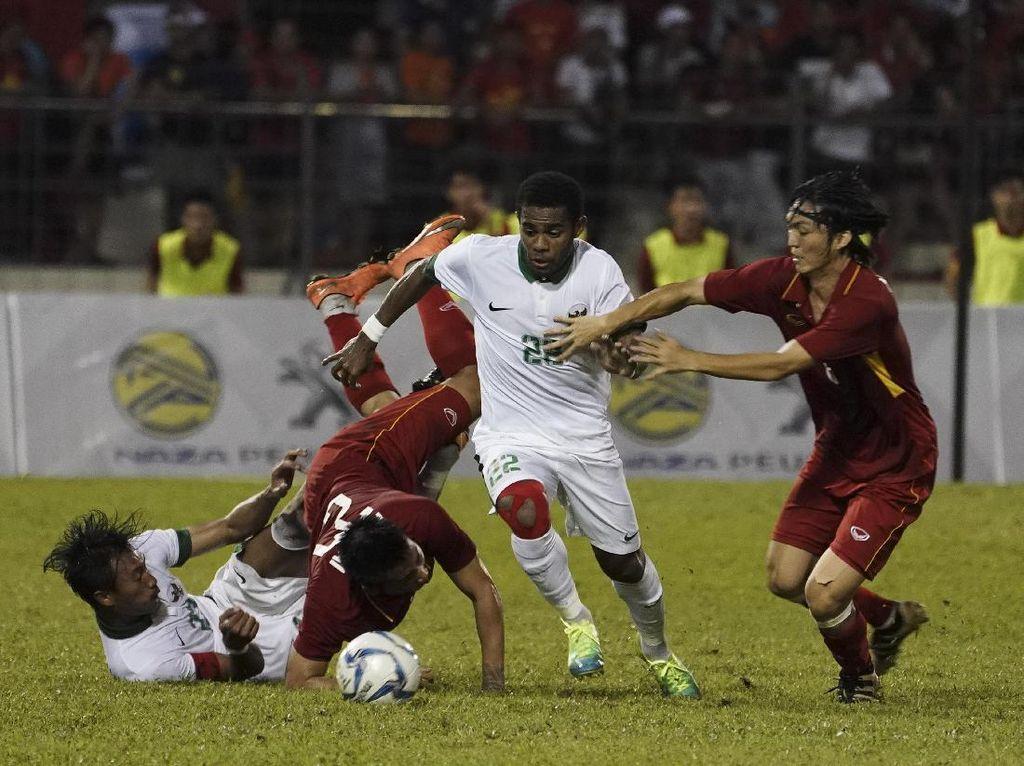 10 Pemain Indonesia Tahan Vietnam 0-0