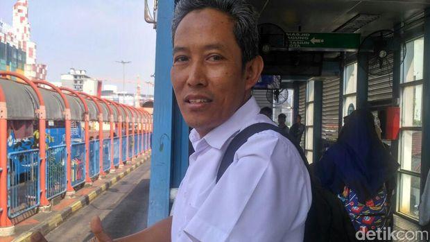 Penumpang TransJ pun Tak Setuju Larangan Motor di Jalan Sudirman