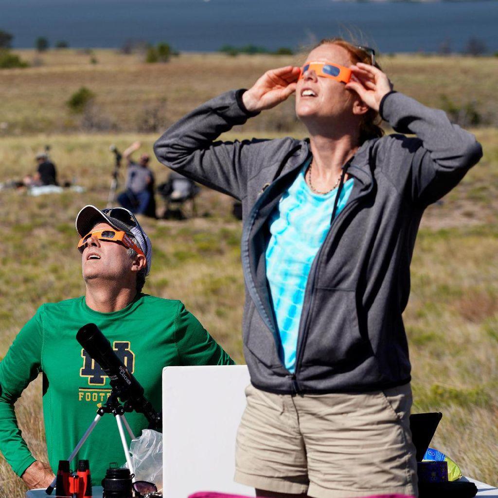 Warga Amerika Terpukau Menyaksikan Gerhana Matahari Total