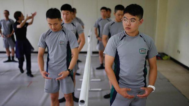 Permalink to Obat Stress Tentara Korea Selatan: Menari Balet