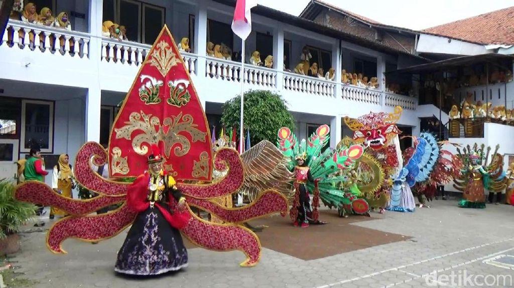 Meriahnya Batik Fashion Show dari Bahan Bekas di Purworejo