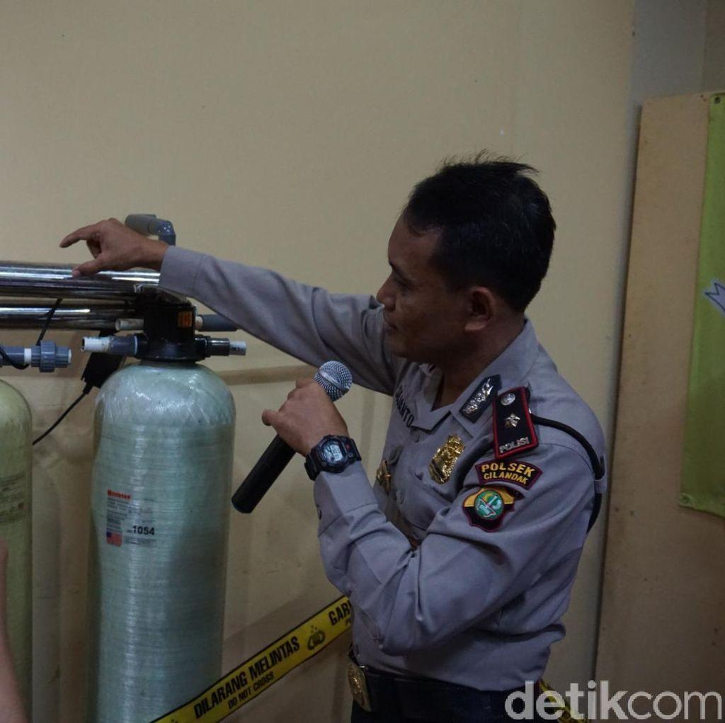 Polisi Bongkar Produksi Minuman Kemasan Palsu di Pamulang
