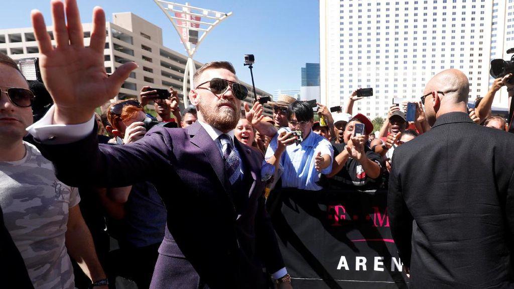 Mayweather dan McGregor Tiba di Las Vegas, Tensi Langsung Panas
