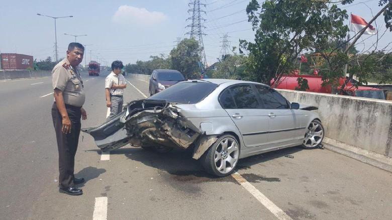 Kecelakaan di JORR, Bodi Belakang Sedan BMW Ringsek